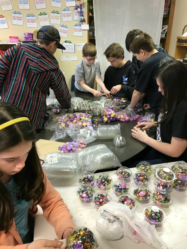 kids assembling gift cups to sell for entrepreneur class